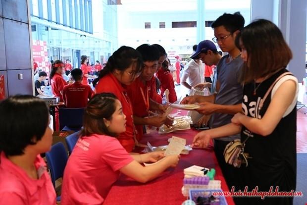 Tư vấn cho người tham gia hiến máu