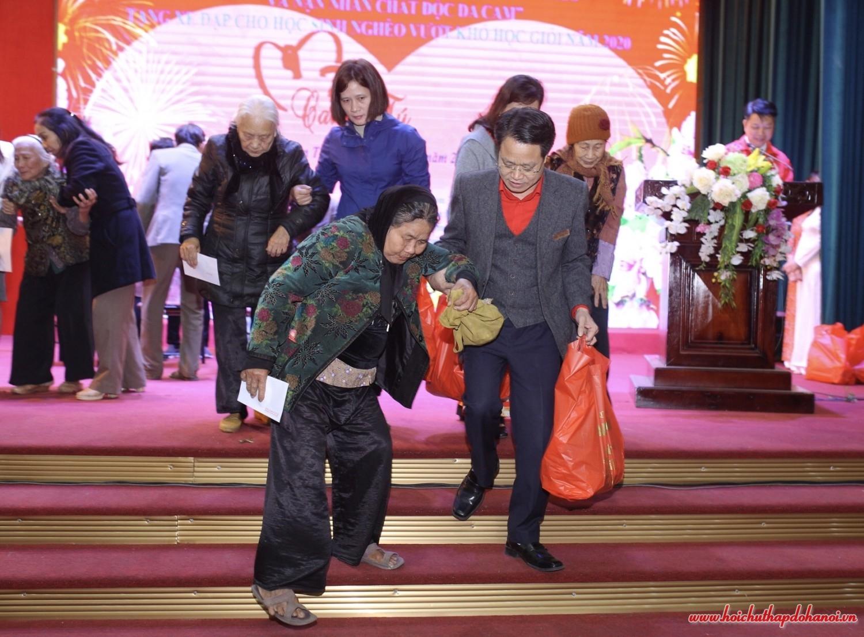 Hội Chữ thập đỏ thành phố Hà Nội Chung tay chăm lo Tết người nghèo, nạn nhân chất độc da cam Xuân Canh Tý 2020
